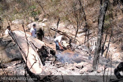 CHOIX, SINALOA  A Cessena aircraft transporting marijuana crashed into a hill near the